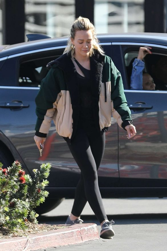 Hilary Duff - Shopping at Trader Joe's in Los Angeles
