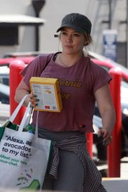 Hilary Duff - Shopping at Trader Joes in Studio City
