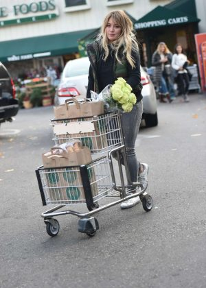 Hilary Duff - Shopping at Whole Foods in Los Angeles