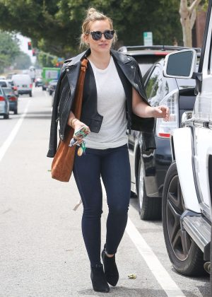 Hilary Duff in Skinny Jeans Shopping in Brentwood