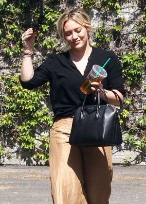 Hilary Duff - Shopping in LA