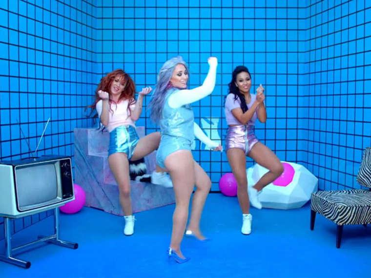 Hilary Duff 2015 : Hilary Duff Booty in Shorts -05