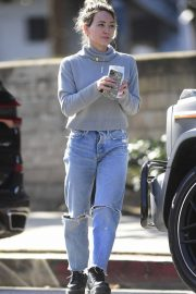Hilary Duff - Steps out for a coffee in Los Angeles