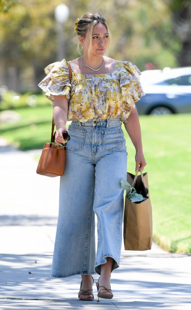 Hilary Duff - Steps out to shop in Los Angeles