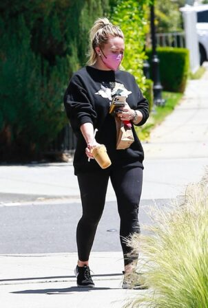Hilary Duff - Stops for an iced coffee in Los Angeles