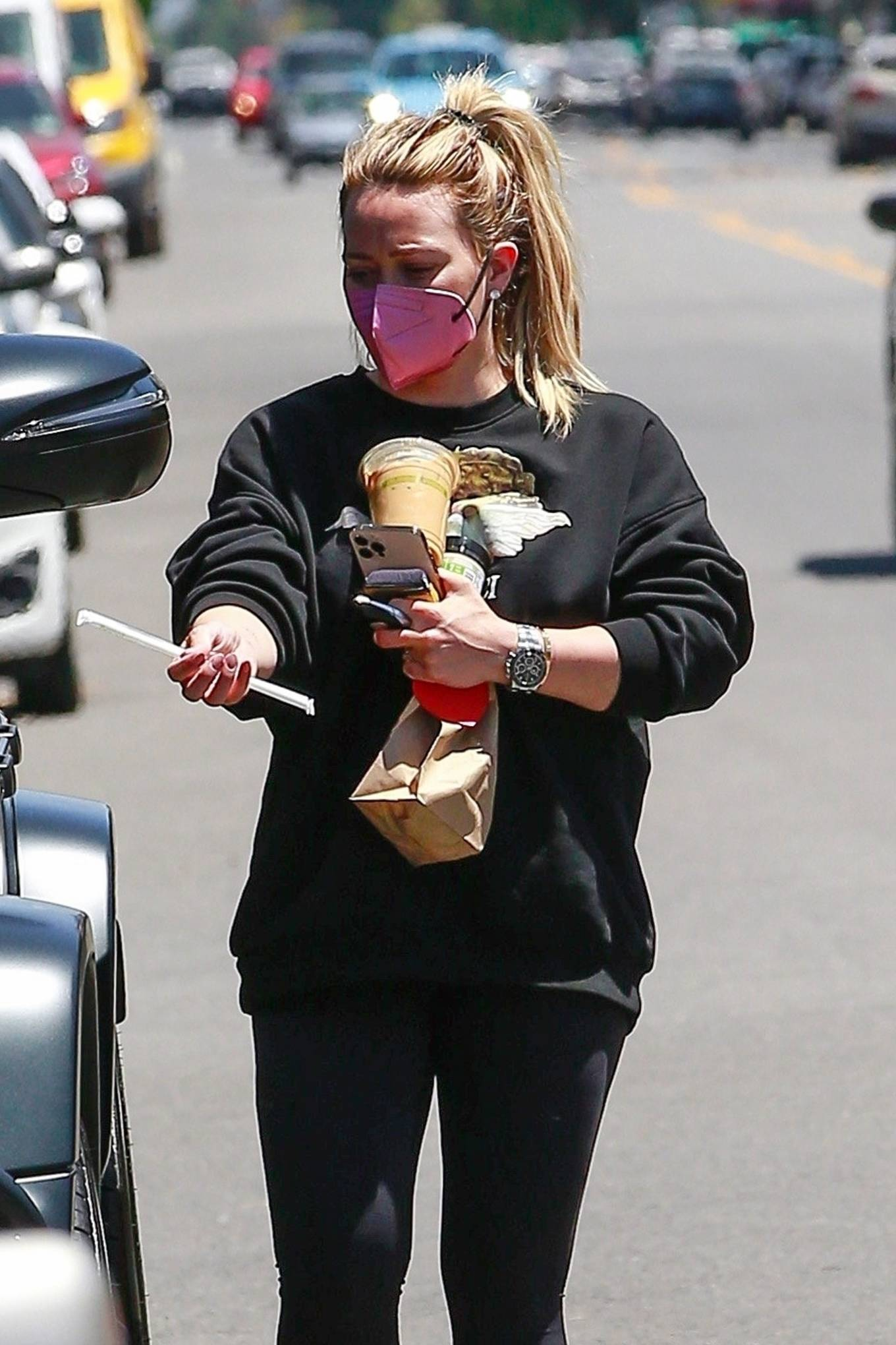 Hilary Duff 2021 : Hilary Duff – Stops for an iced coffee in Los Angeles-11