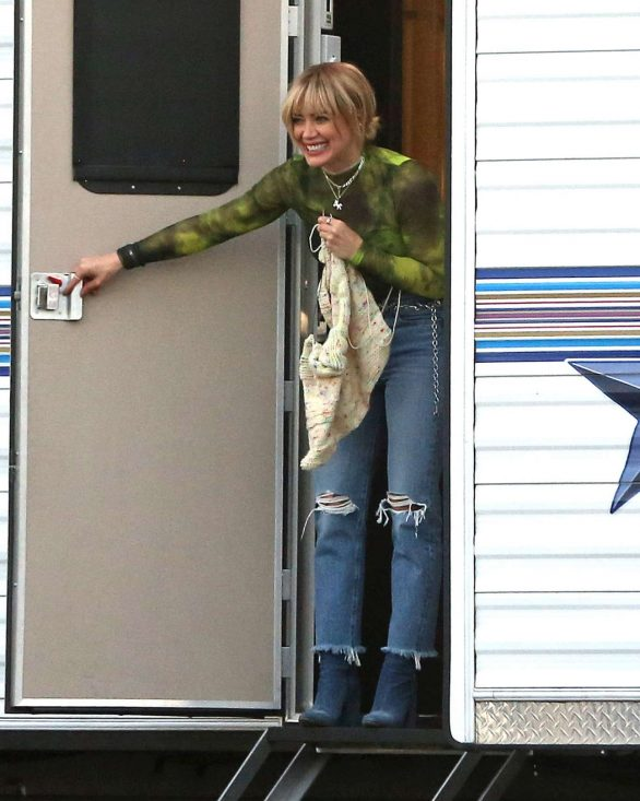 Hilary Duff 2019 : Hilary Duff – Takes a break while filming Lizzie McGuire-03