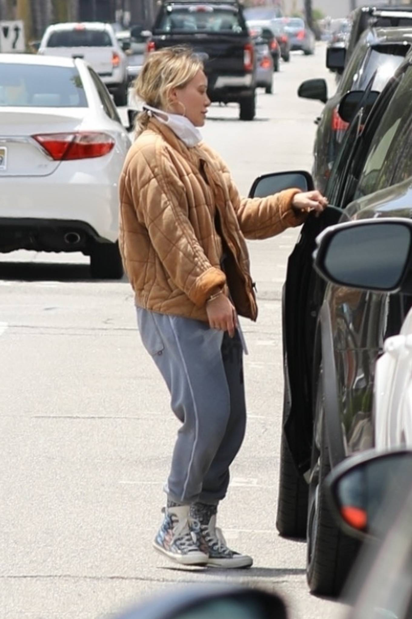 Hilary Duff - Wearing a face mask as she heads home in Los Angeles
