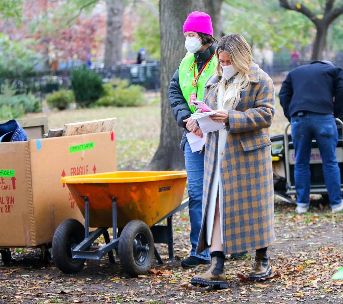 Hilary Duff 2020 : Hilary Duff – With Sutton Foster At the film set of the Younger TV Series in New York-04