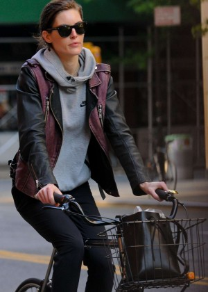 Hilary Rhoda - Riding her bike in New York