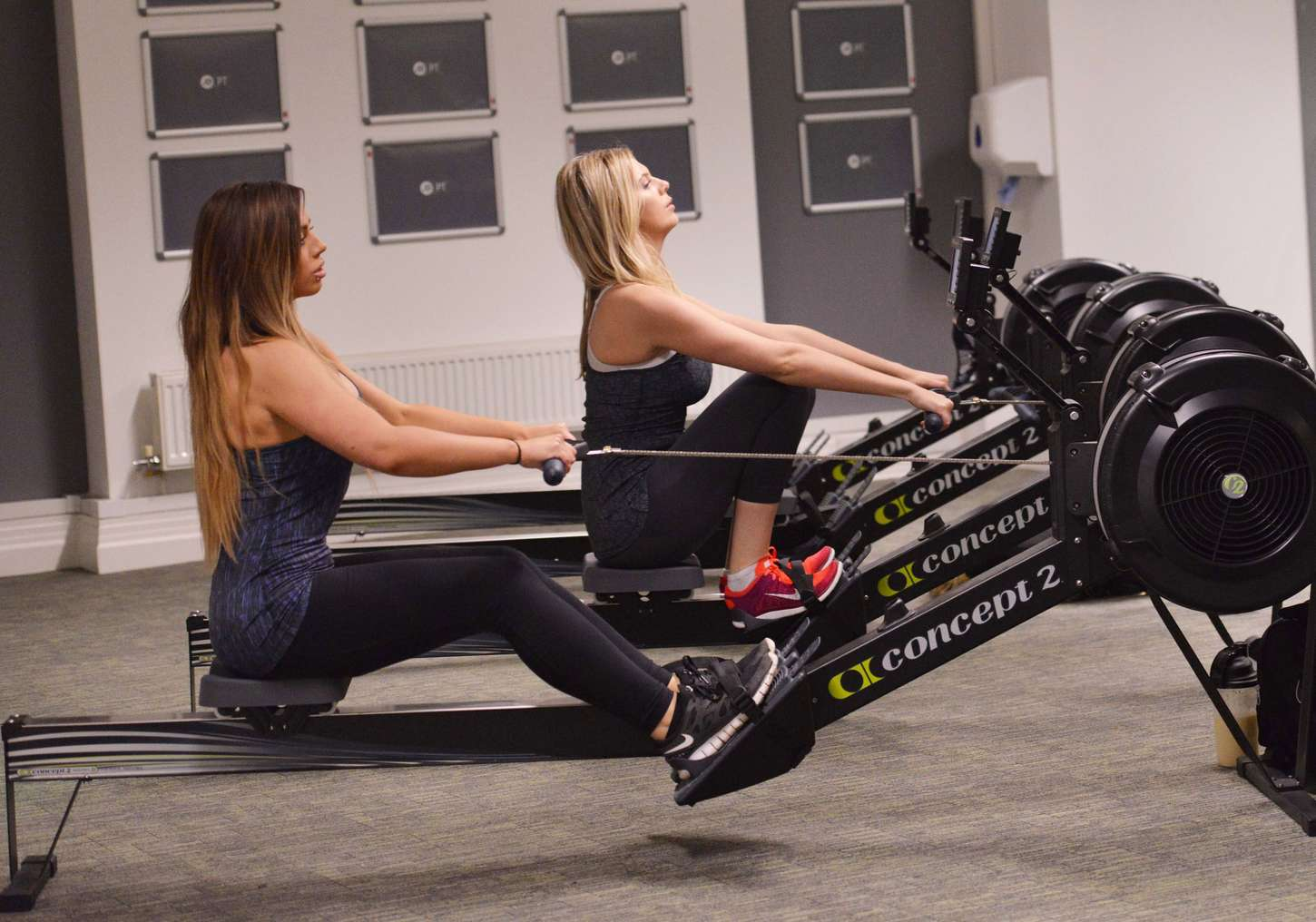 Holly hagan exercises in the gym 19 gotceleb for Gimnasio 19