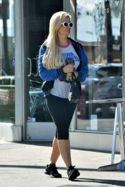 Holly Madison - Heading to the gym in Studio City
