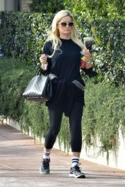 Holly Madison - Heads to the gym in LA