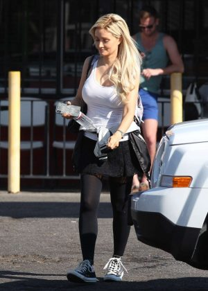 Holly Madison in Mini Skirt - Out and about in Los Angeles
