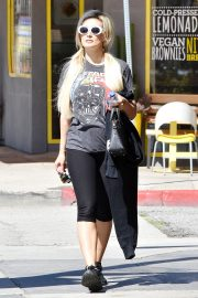 Holly Madison - Leaving the gym in LA