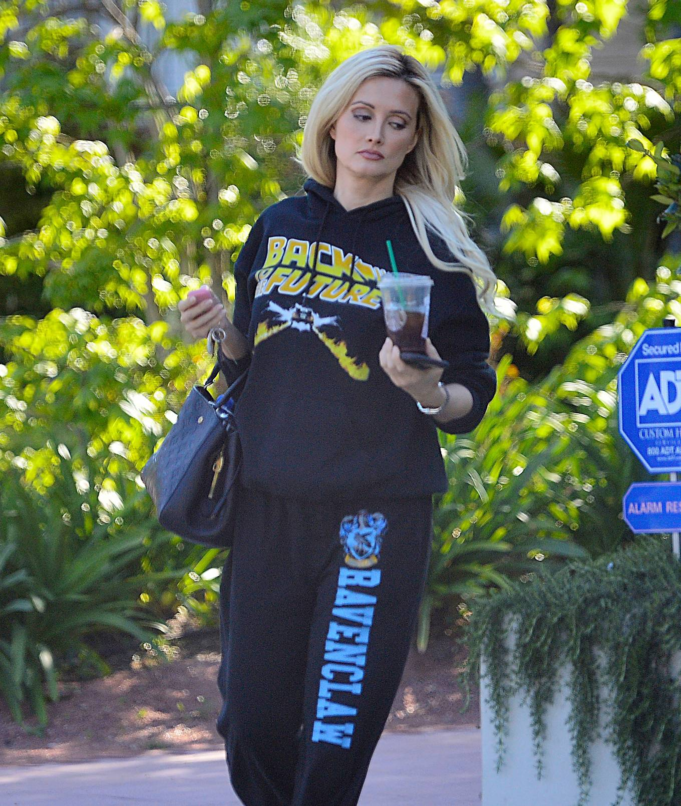 Holly Madison - Mask and glove free while running errands in L.A