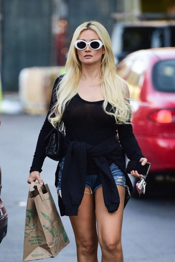 Holly Madison - Shopping at Whole Foods in Studio City