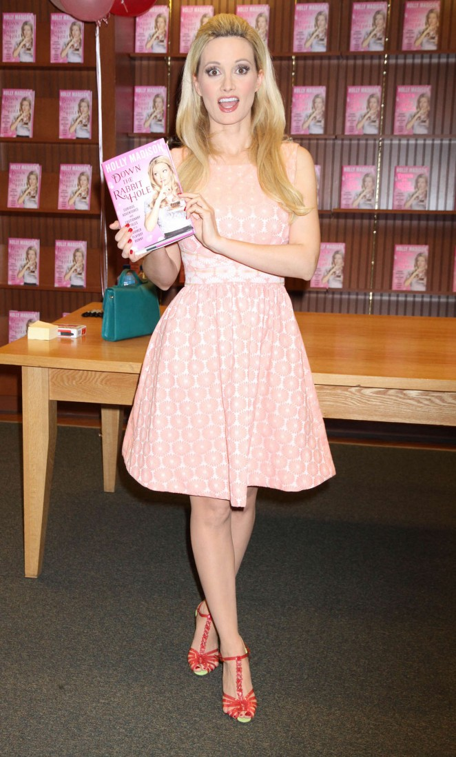 Holly Madison - Signing her new book 'Down the Rabbit Hole' in Las Vegas