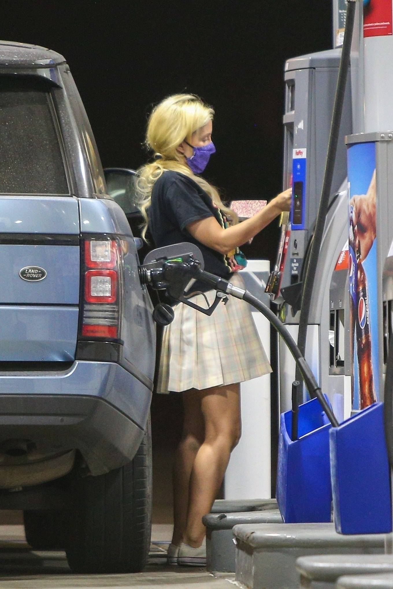 Holly Madison 2020 : Holly Madison – Spotted at a gas station in Malibu-02