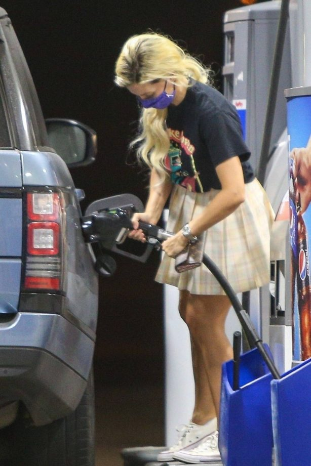 Holly Madison - Spotted at a gas station in Malibu
