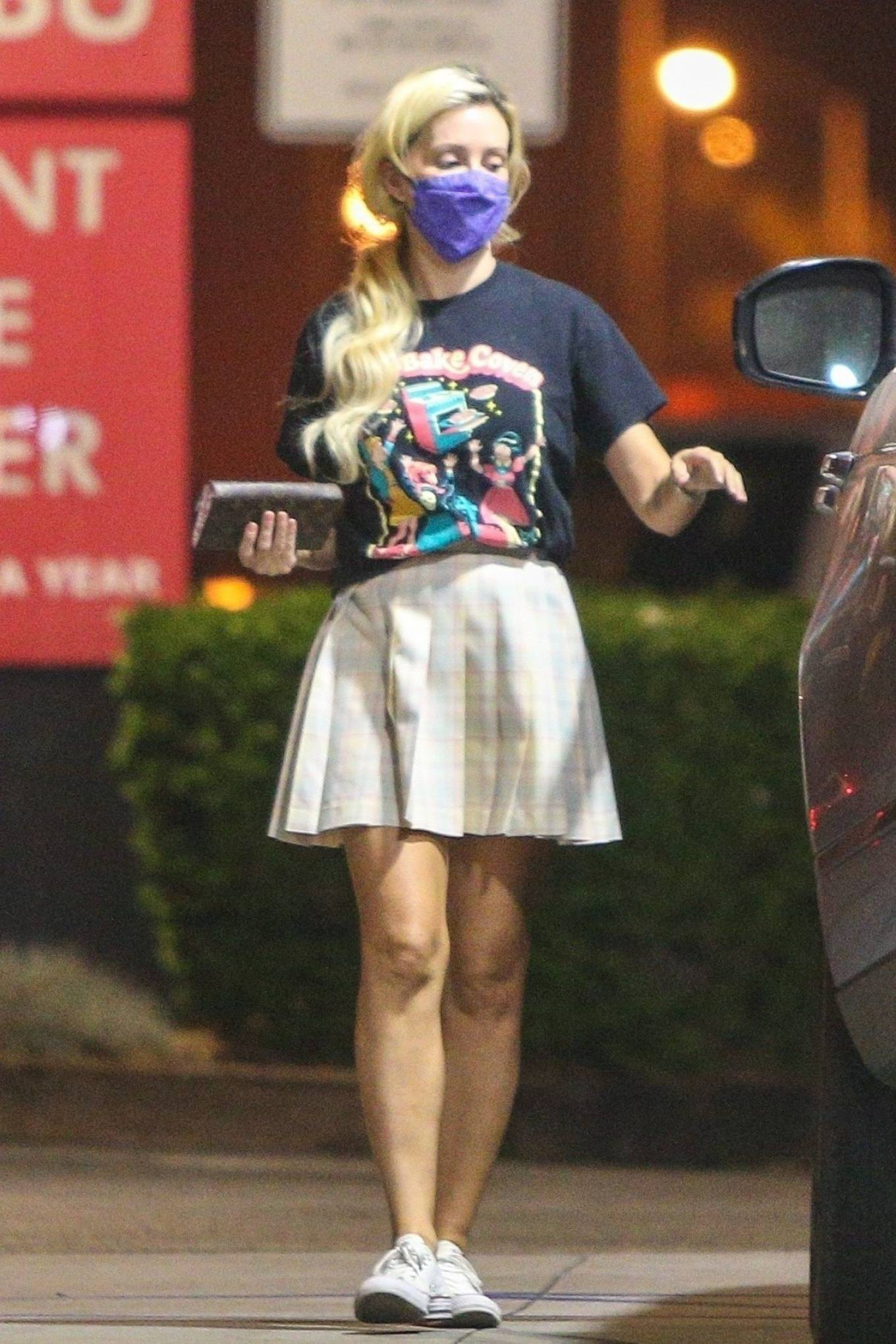 Holly Madison 2020 : Holly Madison – Spotted at a gas station in Malibu-10