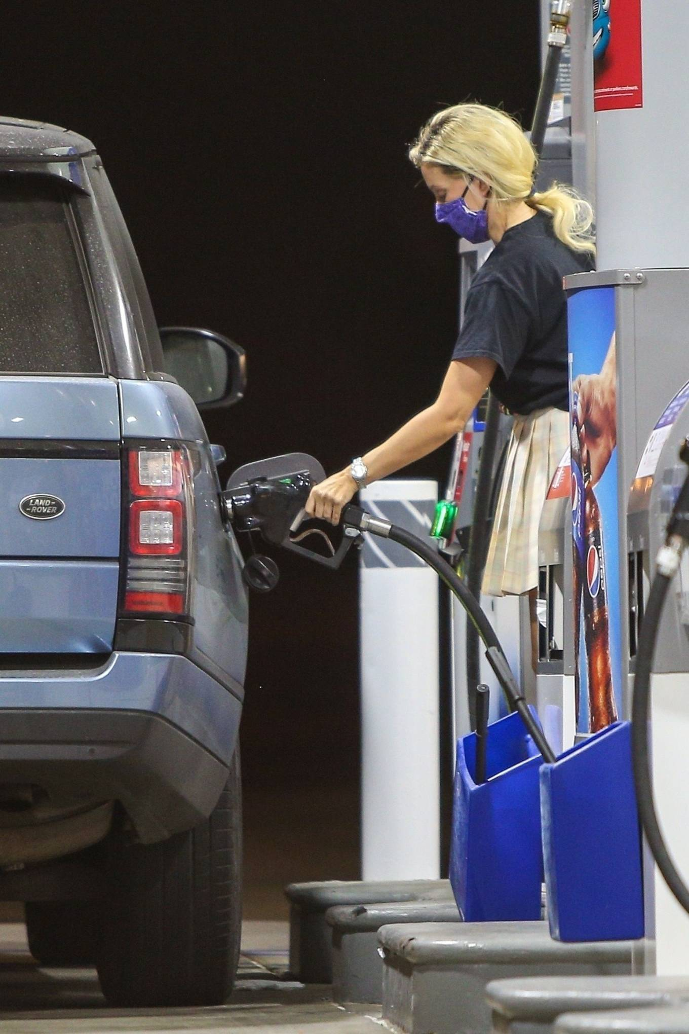 Holly Madison 2020 : Holly Madison – Spotted at a gas station in Malibu-11