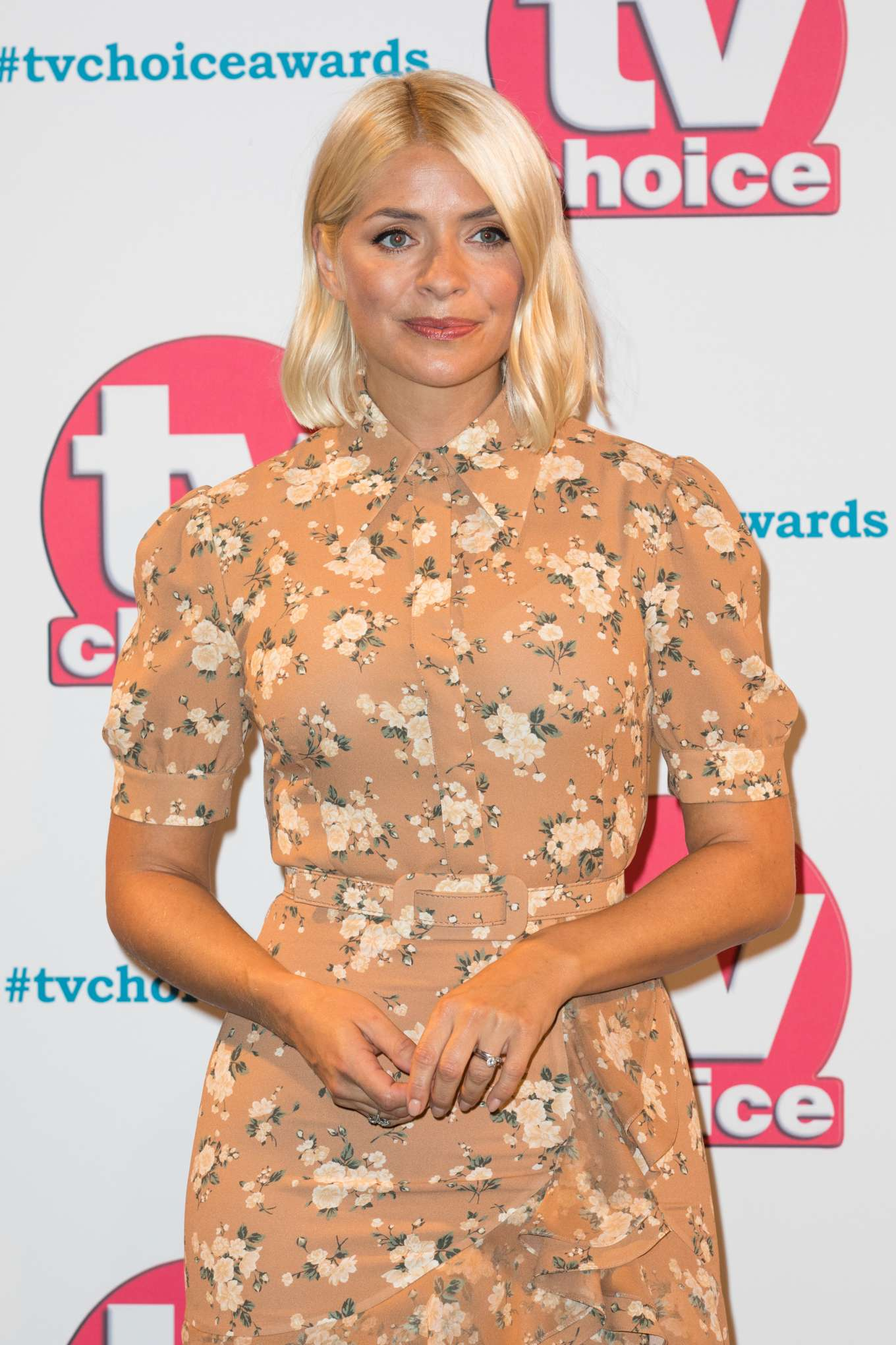 Holly Willoughby 2019 : Holly Willoughby – 2019 TV Choice Awards-03