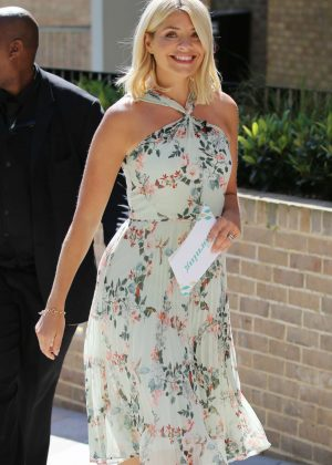 Holly Willoughby - Filming outside ITV Studios in London