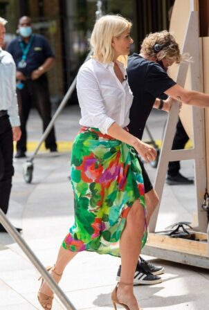 Holly Willoughby - Filming This Morning in London