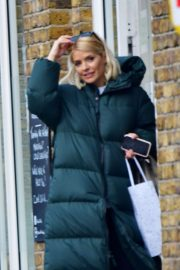 Holly Willoughby - Heads to pilates class in London