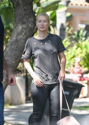 Iggy Azalea Arrives at a friends house in LA