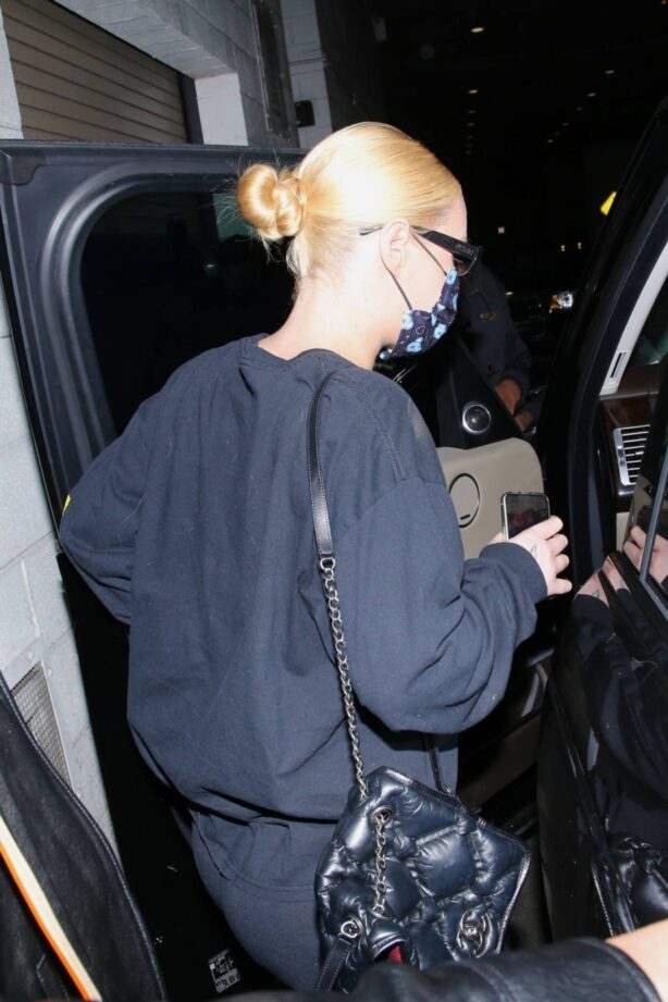 Iggy Azalea - Dinner candids with a friend at Wally's Beverly Hills