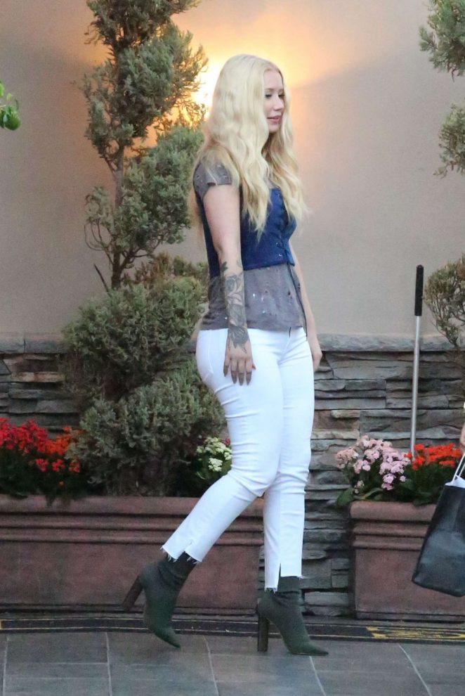 Iggy Azalea in Tight Jeans at Maestro restaurant in Calabasas