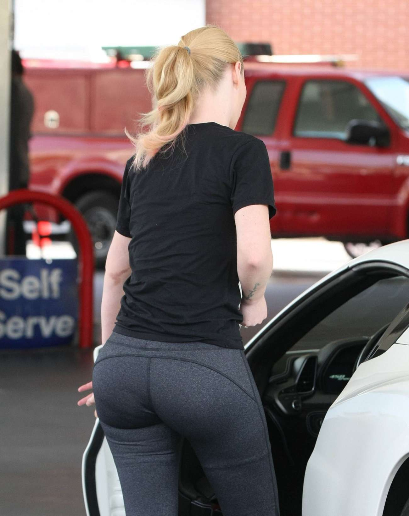 Iggy Azalea Booty In Tights 04 Gotceleb