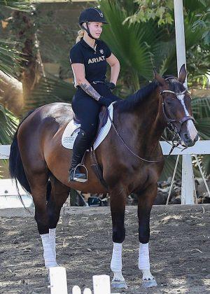 Iggy Azalea ride a horse in Westlake