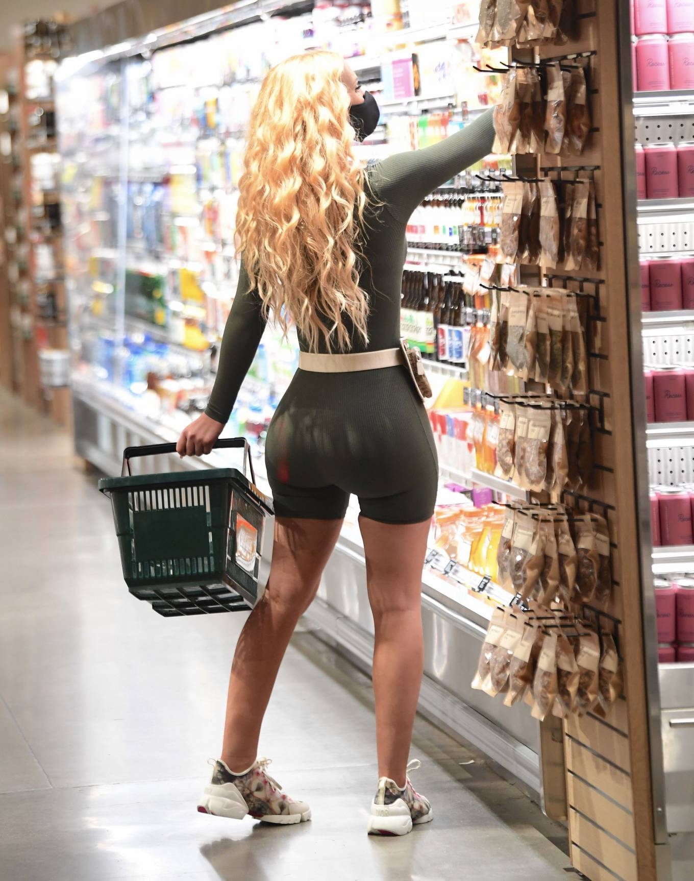 Iggy Azalea - Stopped by an Erewhon grocery store
