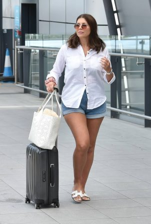 Imogen Thomas - Is arriving at Gatwick airport