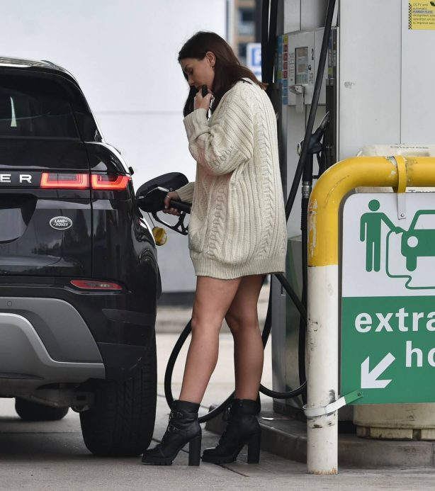 Imogen Thomas - On a gas station in Chelsea