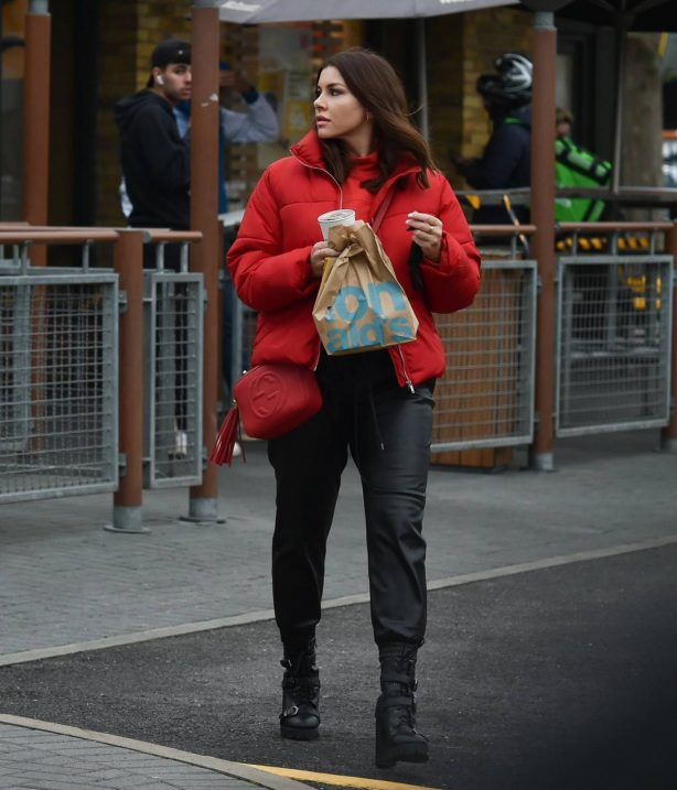 Imogen Thomas - On her way home from a photoshoot in Chelsea