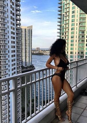 India Westbrooks: Bikini on vacation-06