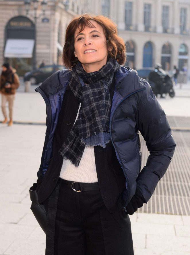 ines de la fressange arrives at schiapparelli fashion show 2017 01 gotceleb. Black Bedroom Furniture Sets. Home Design Ideas