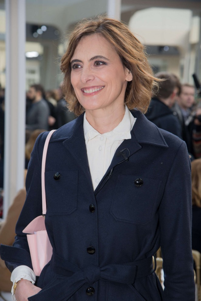 ines de la fressange chanel fashion show 2016 in paris. Black Bedroom Furniture Sets. Home Design Ideas