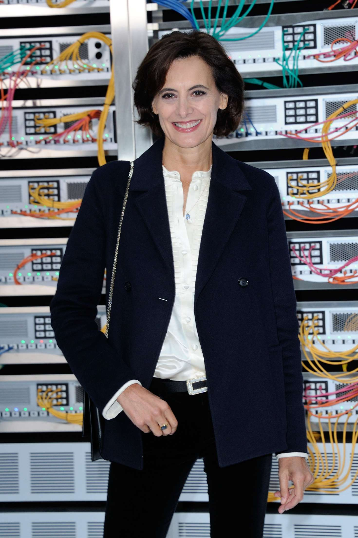 ines de la fressange chanel show spring summer 2017 in paris. Black Bedroom Furniture Sets. Home Design Ideas
