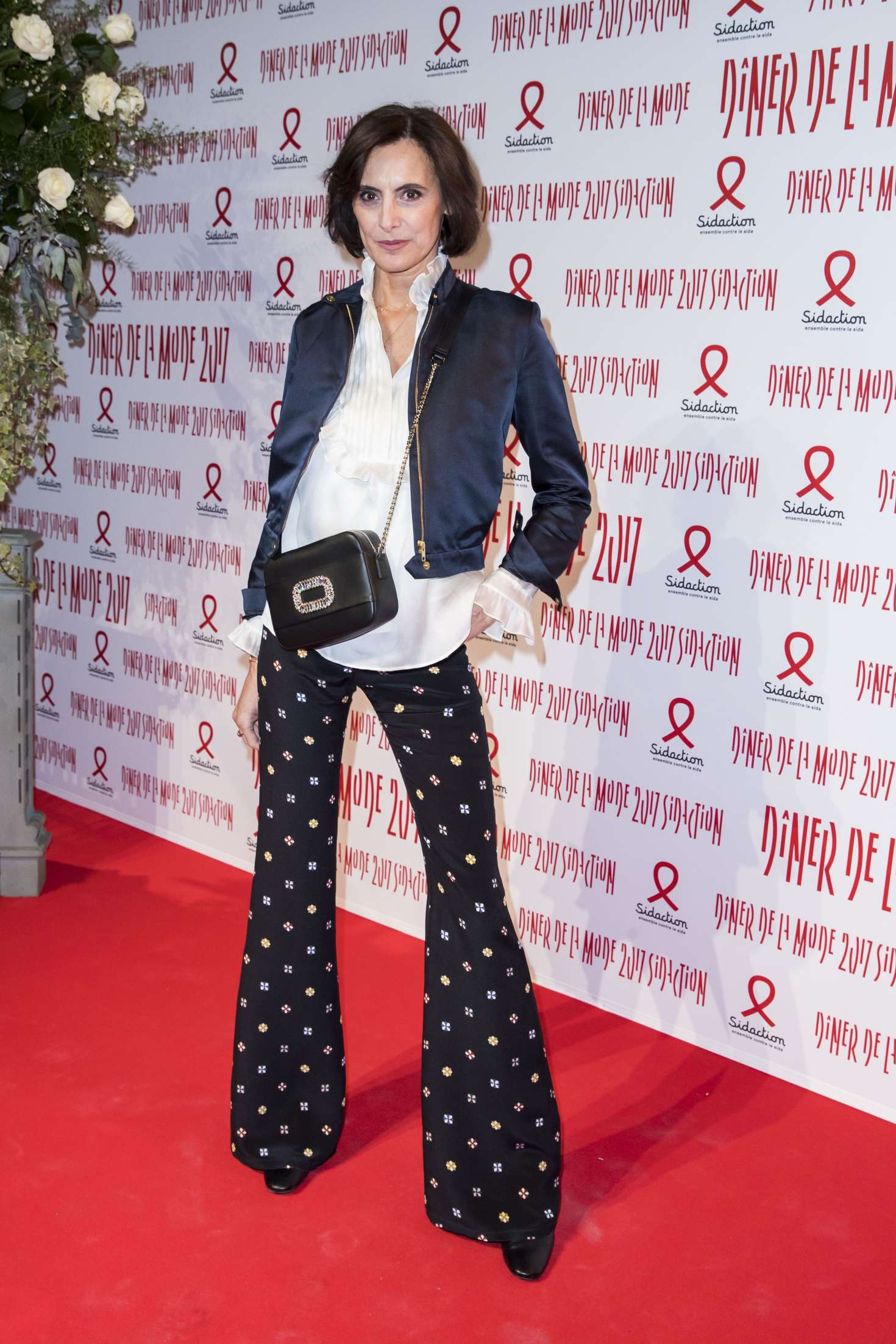 ines de la fressange sidaction gala dinner ss 2017 in paris gotceleb. Black Bedroom Furniture Sets. Home Design Ideas