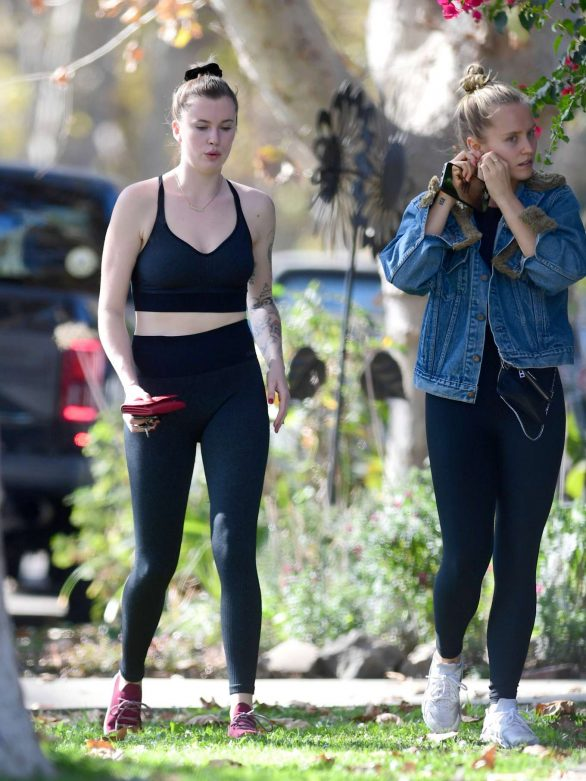 Ireland Baldwin and Sailor Brinkley-Cook - Heading to a gym in Los Angeles