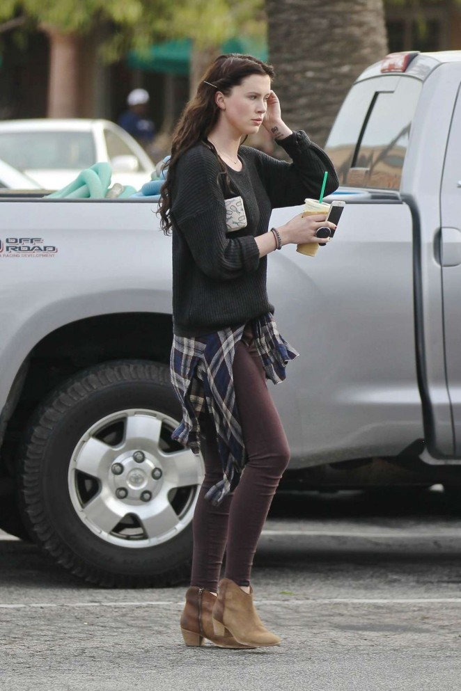 Ireland Baldwin at Starbucks -03