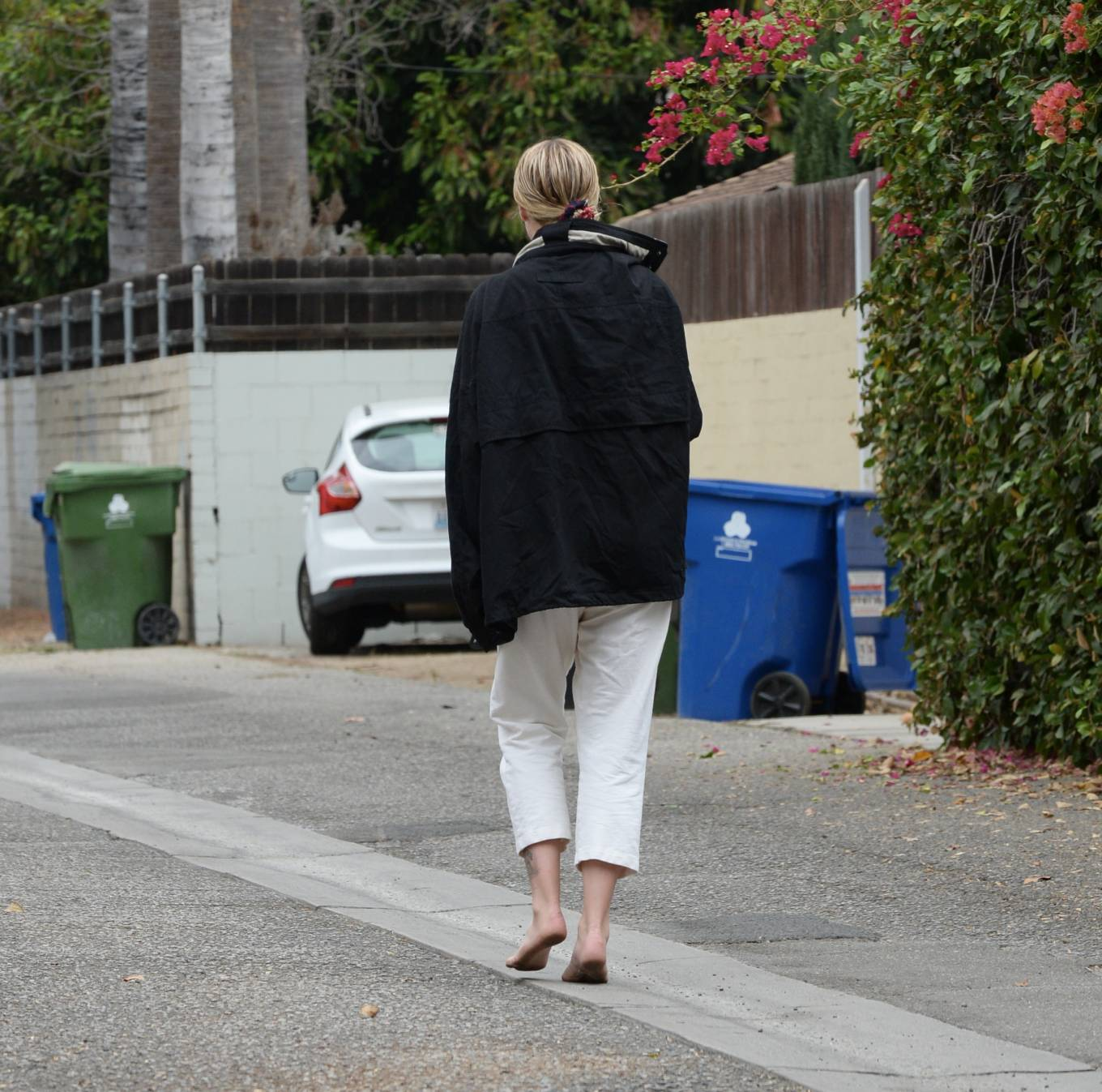 Ireland Baldwin - Barefoot candids after a Night of Partying on Her Birthday in Los Angeles