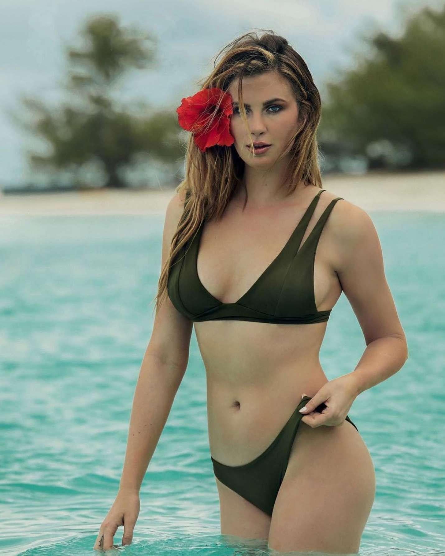 Ireland Baldwin Topless   Hot Celebs Home
