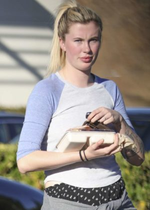 Ireland Baldwin - Shopping at an organic grocery store in Los Angeles