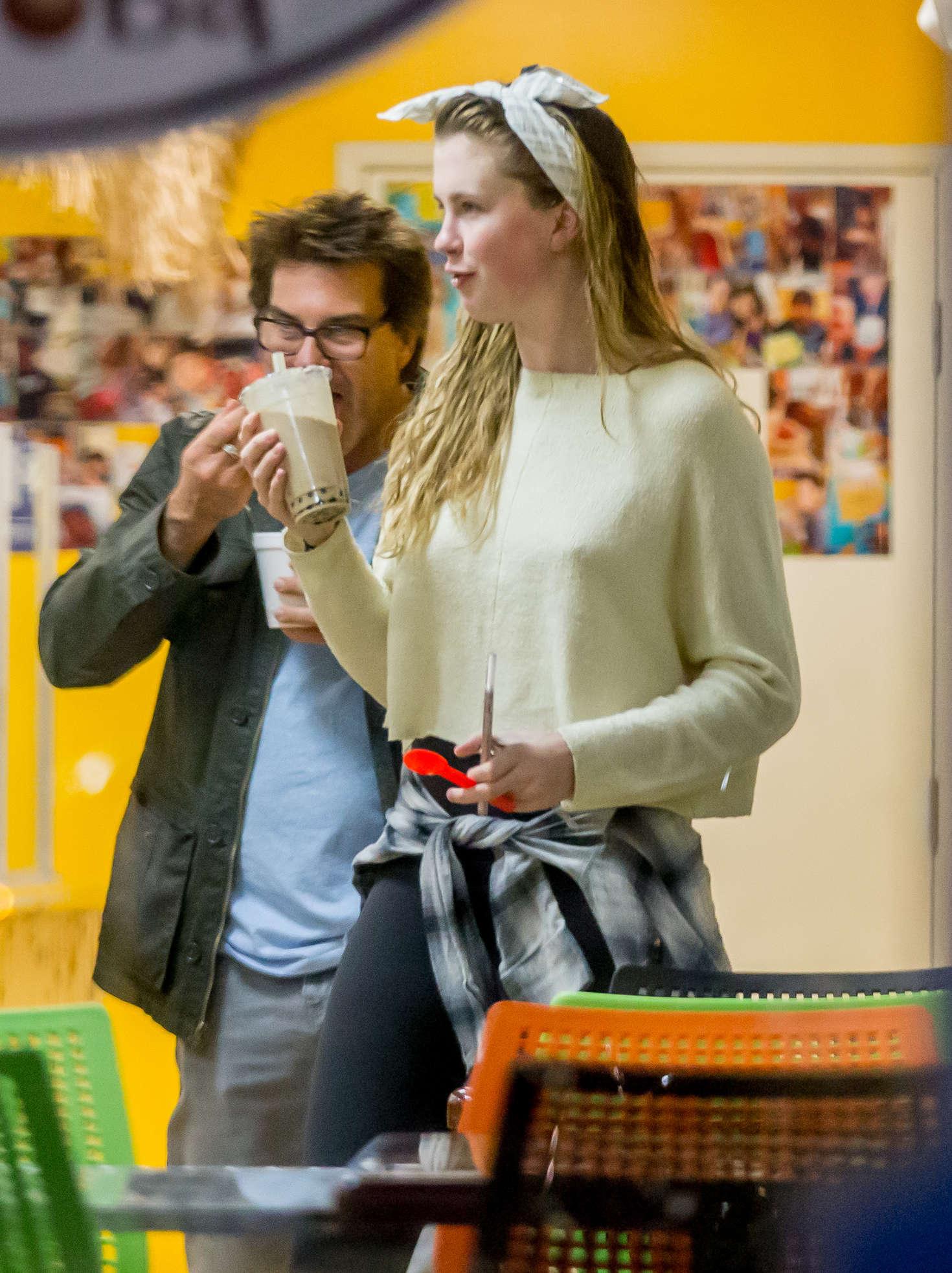 Ireland Baldwin - Shopping in Los Angeles